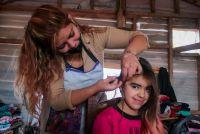 El fin de semana se realizaron cortes de pelo en merenderos de Tolhuin