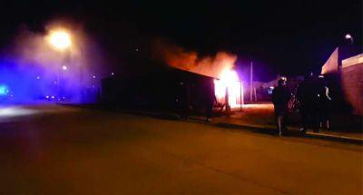 Varias dotaciones de bomberos combatieron incendio